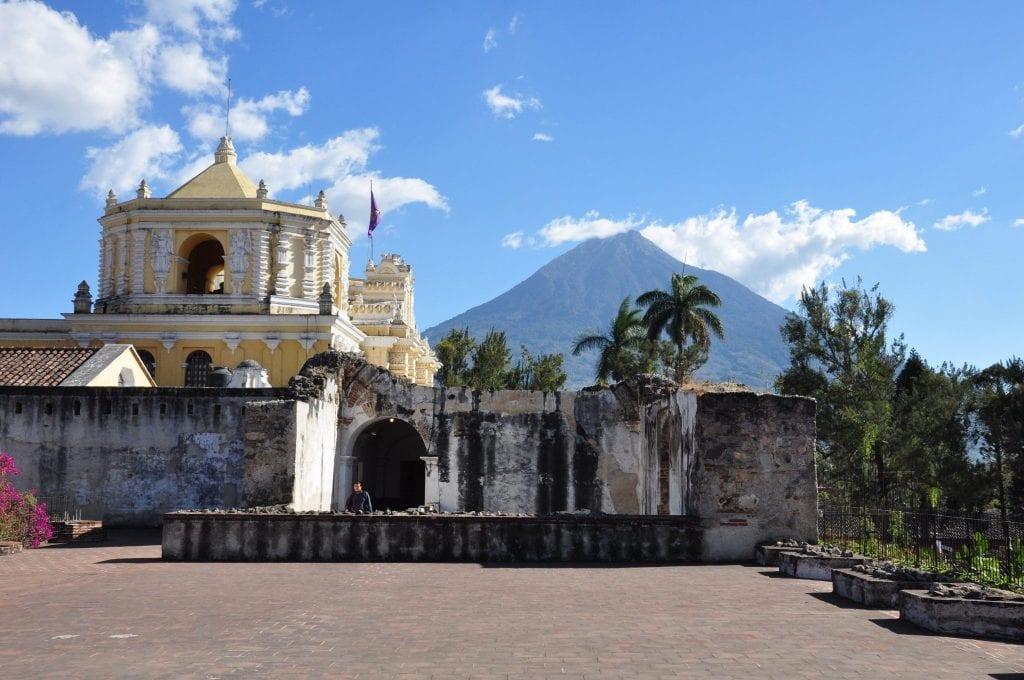 Iglesia-de-la-Merced-Antigua-Guatemala-1024x680