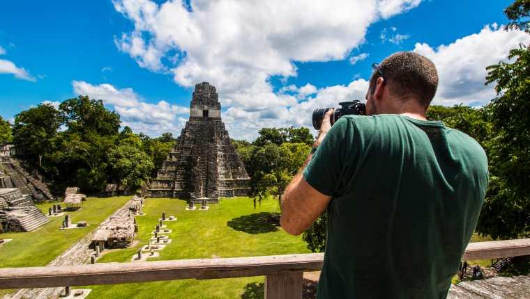 Turistas-en-Peten-Guatemala